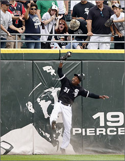 White Sox center fielder DeWayne Wise robs Rays' Gabe Kapler from a home run in the ninth innings to keep the perfect game alive.