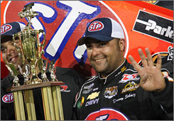 Donny Schatz holds up four fingers to signify his near-record streak of Knoxville Nationals victories.