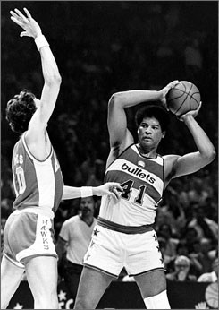 Wes Unseld, a star of the 1979 team then known as the Bullets, will return to China with the Wizards.
