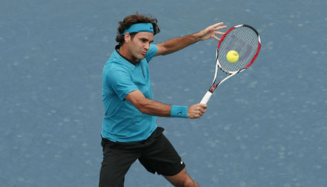 Roger Federer, playing a backhand during the Cincinnati Masters on Aug. 23, is aiming for a sixth consecutive U.S. Open championship.