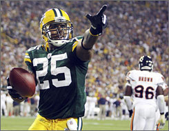 Green Bay's Ryan Grant scored a first-half touchdown against Chicago.