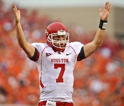 Houston quarterback Case Keenum signals a touchdown during the second half of the Cougars' upset of Oklahoma State in Stillwater, Okla., on Saturday.