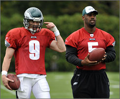 Donovan McNabb, right, was a spectator at Eagles practice Wednesday as Jeff Garcia joined the team.
