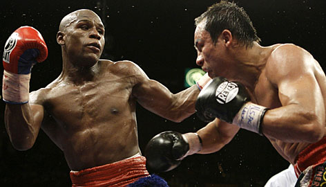 Floyd Mayweather, left, used his weight advantage to batter Juan Maneul Marquez and win a comfortable decision in his return to the ring.
