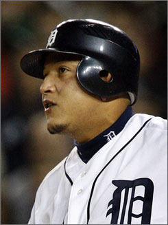 Miguel Cabrera showed up with a scratch on his face on Sunday's game against the White Sox.