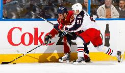 Chris Thorburn, left, of the Atlanta Thrashers controls the puck against Fedor Tyutin of the Columbus Blue Jackets. The Blue Jackets beat the Thrashers 4-3.