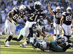 LaDainian Tomlinson had two touchdowns on the day his wife told him she is expecting the couple's first child.