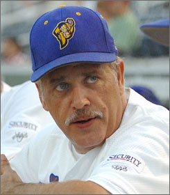 Wally Backman, manager of the South Georgia Peanuts of the South Coast League in 2007, was hired as manager of the New York Mets' Brooklyn Cyclones farm team in the New York-Penn League.