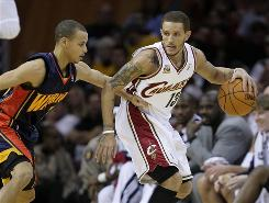 Cleveland Cavaliers' Delonte West, right, backs in on Golden State Warriors' Stephen Curry during the second quarter of the Cavs' 114-108 win Tuesday in Cleveland.