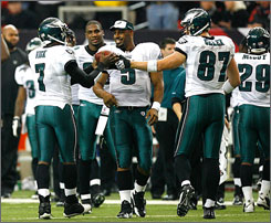 Eagles QB Donovan McNabb will try seize sole possession of first place when he takes his team against the Giants on Sunday.