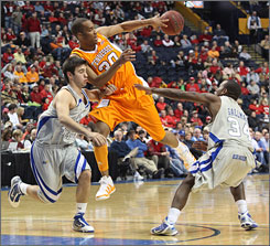 Tennessee's J.P. Prince, splitting the Middle Tennessee defense of John David Little, left, and James Gallman, scored a season-high 17 points in the ninth-ranked Vols' win.