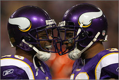 Antoine Winfield, left with Jamarca Sanford, had a big impact on the Vikings' defense in his return on Sunday.