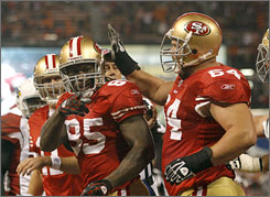 Vernon Davis (85) and the 49ers are two games back of the Cardinals in the NFC West.
