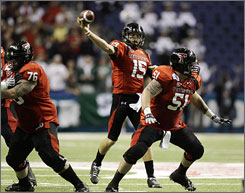 Texas Tech quarterback Taylor Potts (15) gets good protection from his line while throwing a pass during the second quarter. Potts threw for an Alamo Bowl-record 372 yards and two touchdowns.