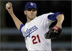Pitcher Jon Garland, who split the 2009 season between the Arizona Diamondbacks and Los Angeles Dodgers, will pitch for division rival San Diego in 2010.