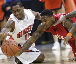 UTEP's Myron Strong, left, and Houston's Aubrey Coleman dive for a loose ball during the first half of Houston's victory in the Conference USA title game.