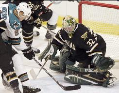 Stars goalie Kari Lehtonen stops a shot by Sharks center Joe Pavelski for one of his 44 saves.