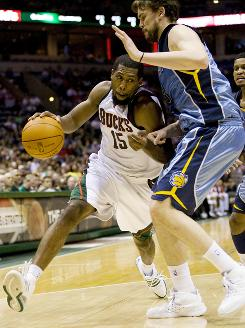 John Salmons dribbles past Memphis Grizzlies center Marc Gasol during the fourth quarter. Salmons finished the game with 25 points.