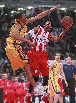 Olympiacos forward Josh Childress, right, a former Hawk, could make his NBA return if he opts out of his contract.
