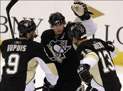 Sidney Crosby, center, scored his 49th goal of the season to take the NHL scoring lead over the Capitals' Alex Ovechkin and the Lightning's Steven Stamkos during the final regular-season game at Mellon Arena.