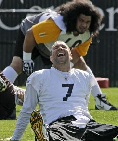 Ben Roethlisberger worked out with his Steelers teammates on Monday.