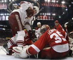 Detroit goalie Jimmy Howard bounced back from a so-so Game 3 performance with a 29-save shutout in Game 4.