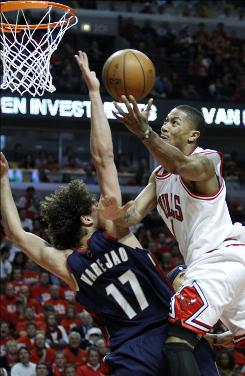Chicago Bulls guard Derrick Rose, right, drives to the basket against Cleveland's Anderson Varejao during the third quarter.