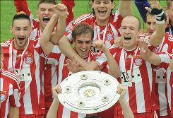 Bayern Munich's squad celebrates its 22nd Bundesliga championship after knocking off Hertha Berlin 3-1.