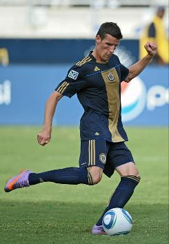 Sebastien Le Toux of the Philadelphia Union scores the game-winning penalty kick in stoppage time against Toronto FC.