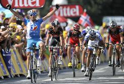 France's Pierrick Fedrigo celebrates on the finish line as he wins ahead of a group of nine riders, including Lance Armstrong (far right), at the end of the 16th stage of the Tour de France in Pau.
