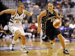 Silver Stars point guard Becky Hammon, right, driving up court as Mystics guard Ashley Houts trails, scored all 16 points after switching to shooting guard in the second half.