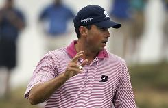 Matt Kuchar acknowledges the cheers after making a birdie putt on the sixth hole during the first round of the PGA Championship on Friday.
