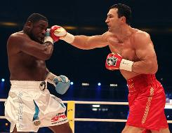 Wladimir Klitschko (55-3, 49 KOs) beat  Samuel Peter to  retain his WBO and IBF heavyweight titles in Frankfurt, Germany.