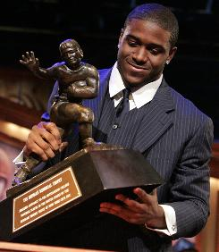 Reggie Bush announced he would be returning the Heisman Trophy he won in 2005 as a running back at Southern California.
