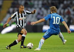Juventus midfielder Felipe Melo, left, challenges Lech Poznan's Sergei Krivets during their Europa League soccer match at Olympic Stadium in Turin on Thursday. The match ended in a 3-3 draw, a surprising outcome for Juventus, which was a heavy favorite entering the contest.