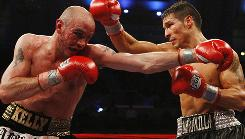 Sergio Martinez, right, won the middleweight title by defeating Kelly Pavlik last April in Atlantic City. Martinez will try to defend his title vs. Paul Williams Nov. 20 .