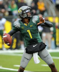 Redshirt sophomore Darron Thomas replaced Jeremiah Masoli, and No. 4 Oregon hasn't missed a beat. 