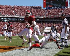 Oklahoma running back DeMarco Murray scored two touchdowns as the Sooners survived Texas 28-20.