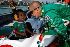 Tony Kanaan talks with his 3-year-old son, Leonardo, before qualifying for IndyCar season finale at Homestead-Miami Speedway.
