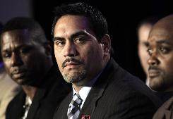 NFLPA president Kevin Mawae says the union sees a troubling pattern in owners' spending on player salaries this season.