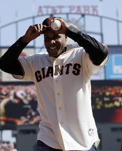 Former Giants slugger Barry Bonds acknowledges the crowd before throwing out the ceremonial first pitch before Game 3 of the National League Championship Series last week.