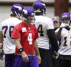 Brett Favre returned to practice for the Vikings on Friday.