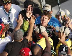 Carl Edwards runs into the crowd for high-fives after finishing the season with his second consecutive victory.