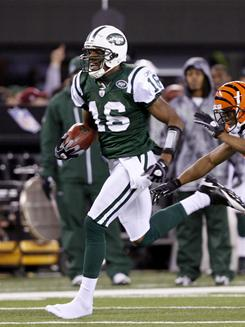 Even without one of his shoes, Brad Smith (16) outran the Bengals on this 89-yard kickoff return for a touchdown as the Jets prevailed 26-10.