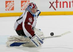 Avalanche goalie Craig Anderson makes one of his 24 saves en route to a 4-2 victory over the Thrashers.