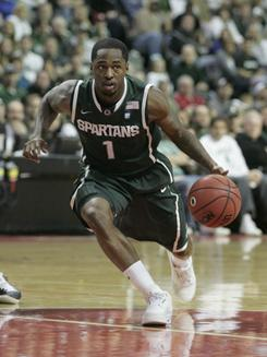 Michigan State's Kalin Lucas scored 25 points, including five late in the game to halp the eighth-ranked Spartans hold on against Oakland.