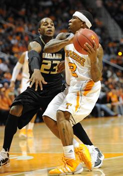 Tennessee guard Melvin Goins drives against Oakland guard Reggie Hamilton during the first half. Oakland pulled off the upset of the No. 7 Volunteers three days after nearly stunning then-No. 8 Michigan State.