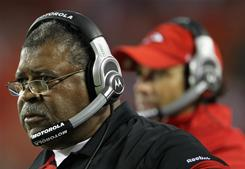 Romeo Crennel is in his first season as the Chiefs' defensive coordinator.