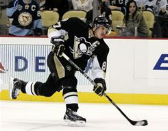 The Penguins' Sidney Crosby shoots and scores his 28th goal of the season in the first period against the Panthers, running his scoring streak to 22 consecutive games.