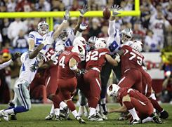 Cardinals place kicker Jay Feely (4) kicks the game-winning field goal with 10 seconds remaining in the fourth quarter to beat the Cowboys won 27-26.